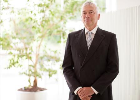 Dr. Thomas Hille