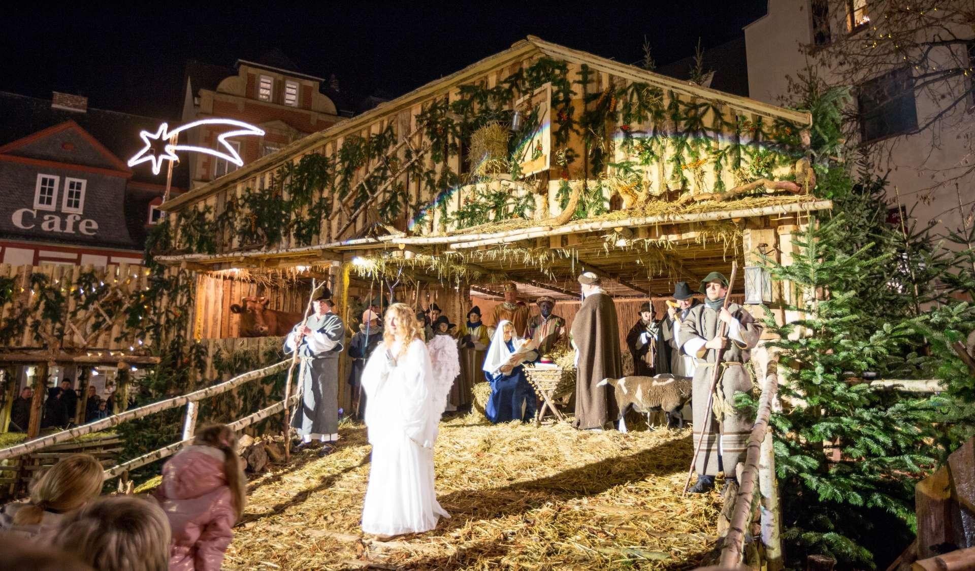 Lebende Krippe auf dem Andernacher Weihnachtsmarkt.