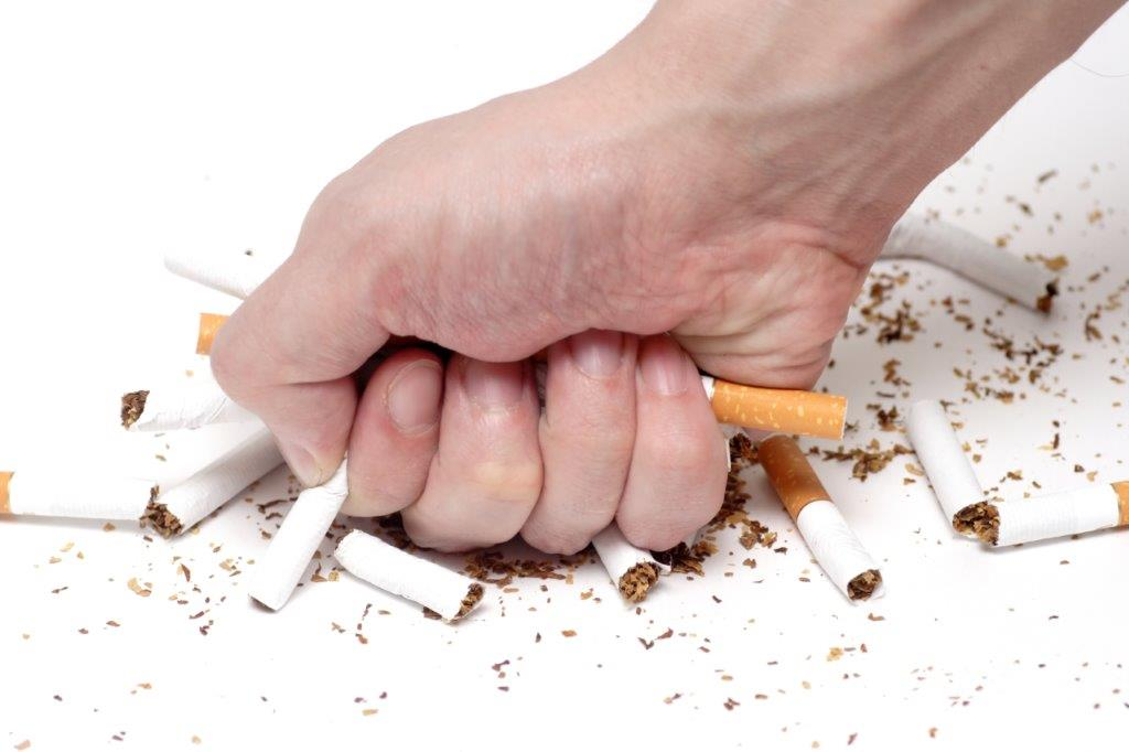 Ein Nikotinpflaster soll den Körper nach und nach an den Rauchverzicht gewöhnen.