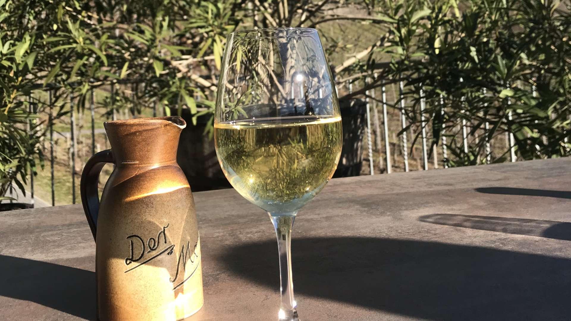 Bewiesen ist, dass Wein anti-oxidative Substanzen wie Polyphenole beinhaltet.